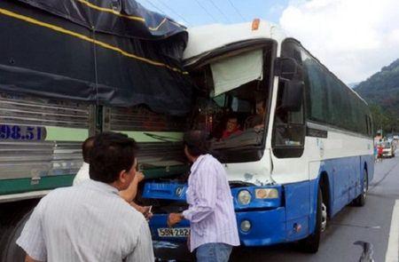 Trao cup Vo Lang Vang 2016 cho tai xe cuu xe khach mat phanh - Anh 1