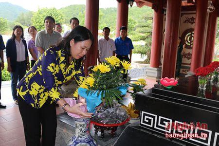 Bi thu Tinh uy An Giang dang huong tai Khu di tich Truong Bon - Anh 1