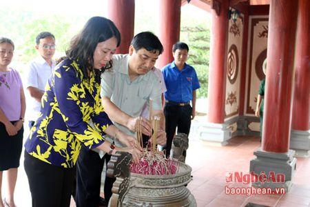 Bi thu Tinh uy An Giang dang huong tai Khu di tich Truong Bon - Anh 2