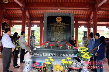 Bi thu Tinh uy An Giang dang huong tai Khu di tich Truong Bon - Anh 3