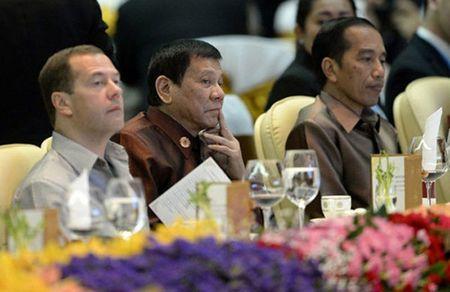 Ong Duterte khong ngoi canh Obama tai tiec toi o Lao - Anh 1