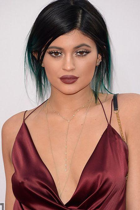 Vong 1 to bat thuong, Kylie Jenner bi nham la Kim Kardashian - Anh 5