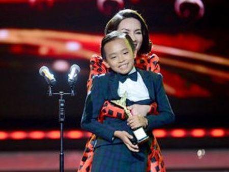 Ho Van Cuong vuot mat Son Tung gianh giai Ca si an tuong VTV Awards 2016 - Anh 1