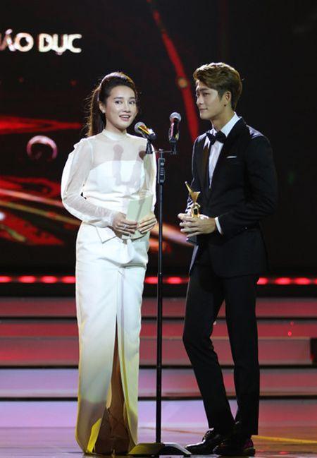 Ho Van Cuong vuot mat Son Tung gianh giai Ca si an tuong VTV Awards 2016 - Anh 2