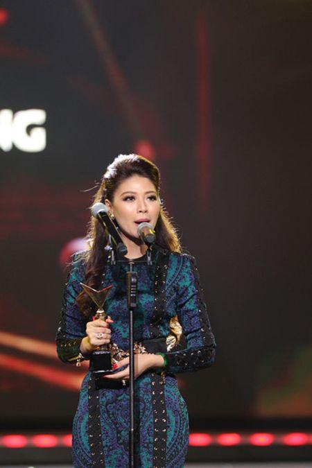 Ho Van Cuong vuot mat Son Tung gianh giai Ca si an tuong VTV Awards 2016 - Anh 3