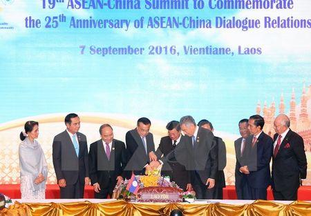 Bien Dong tai ASEAN: Nong trong, nguoi ngoai - Anh 1