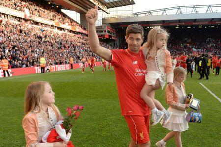 Steven Gerrard khien NHM Leicester cay cu - Anh 2