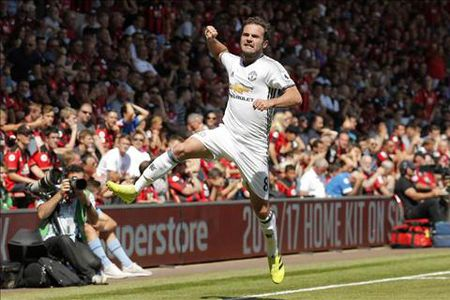 Derby Manchester: Nhung diem nhan chien thuat cua Mourinho va Guardiola - Anh 2