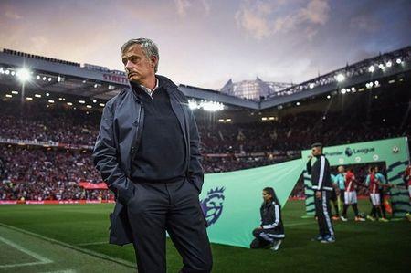 Derby Manchester: Nhung diem nhan chien thuat cua Mourinho va Guardiola - Anh 3
