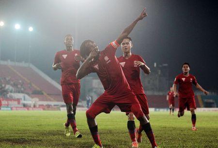 Cuoc dua vo dich V-League 2016: Nga re tai Cam Pha - Anh 2