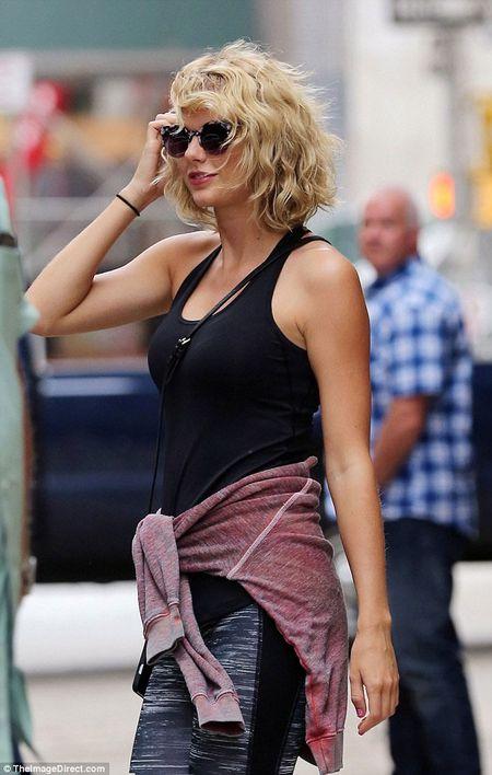 Taylor Swift vui ve hau chia tay Tom Hiddleston - Anh 3