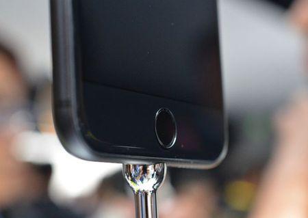 Can canh bo doi iPhone 7 vua ra mat cua Apple - Anh 3