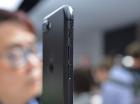Can canh bo doi iPhone 7 vua ra mat cua Apple - Anh 4