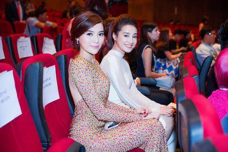 Fan tang bo hoa 'khung' an ui Cao Thai Ha sau khi vuot mat giai thuong - Anh 2