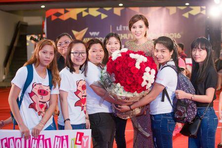 Fan tang bo hoa 'khung' an ui Cao Thai Ha sau khi vuot mat giai thuong - Anh 4