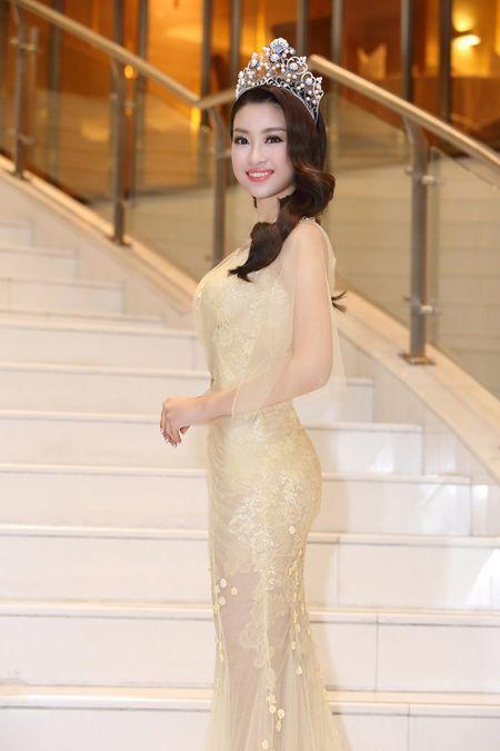 Do My Linh chon vay xuyen thau nhe nhang trong lan dau di su kien - Anh 4