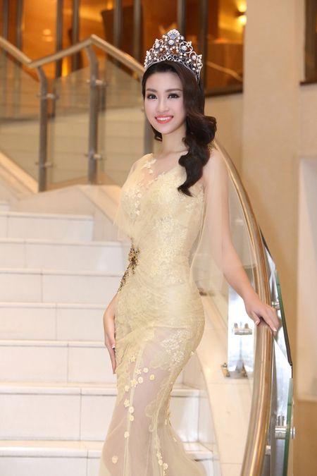 Do My Linh chon vay xuyen thau nhe nhang trong lan dau di su kien - Anh 5