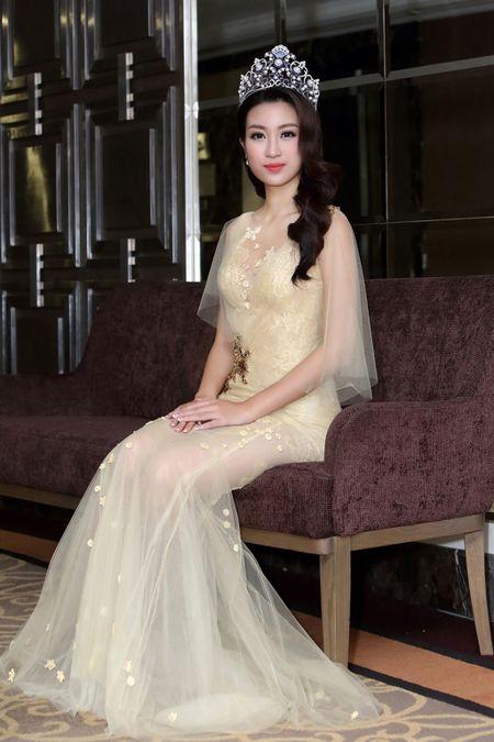 Do My Linh chon vay xuyen thau nhe nhang trong lan dau di su kien - Anh 9