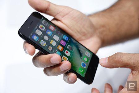 Nhung hinh anh thuc te dau tien iPhone 7/7 Plus Apple vua ra mat - Anh 1