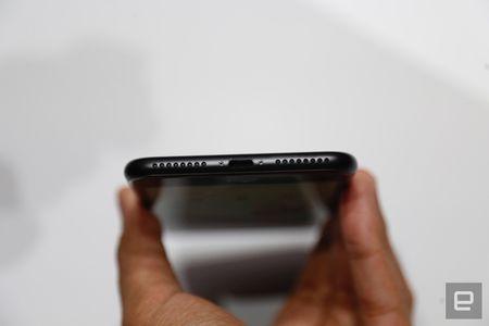 Nhung hinh anh thuc te dau tien iPhone 7/7 Plus Apple vua ra mat - Anh 29