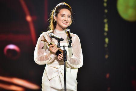 Nha Phuong, Truong Giang cung thang giai VTV Awards - Anh 2