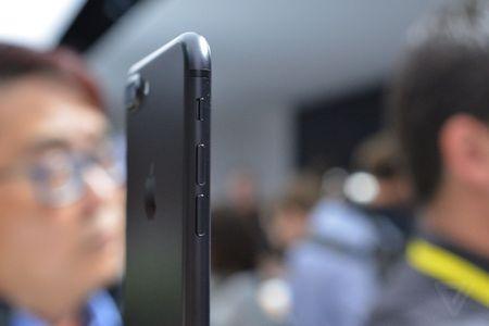 Anh va video thuc te iPhone 7 Plus: Camera kep xoa phong - Anh 5