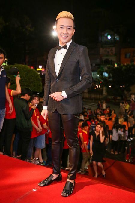Tran Thanh khong buon du trang tay tai VTV Awards 2016 - Anh 1