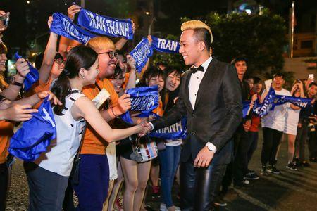 Tran Thanh khong buon du trang tay tai VTV Awards 2016 - Anh 2
