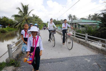 Huyen nong thon moi no tien thuong guong dien hinh - Anh 2