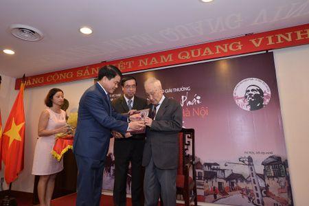 Nhiep anh gia gan 100 tuoi duoc trao giai Bui Xuan Phai - Anh 1