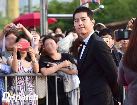Song Joong Ki banh bao tren tham do - Anh 3