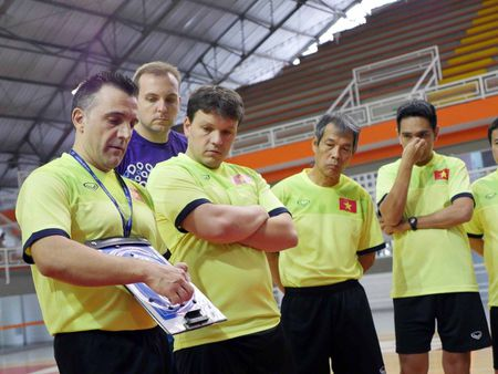 DT futsal Viet Nam co dau bep rieng, tap sung cho World Cup - Anh 3