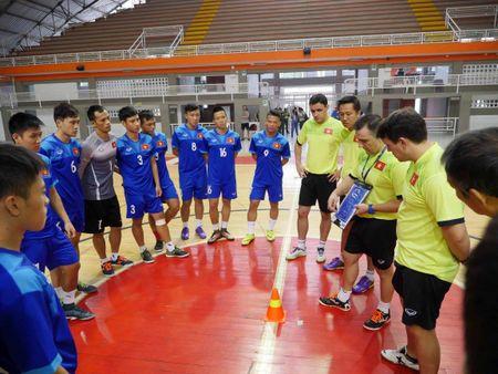 DT futsal Viet Nam co dau bep rieng, tap sung cho World Cup - Anh 4