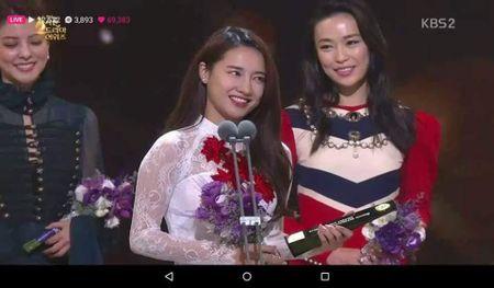 Sau VTV, Nha Phuong lai am giai dien vien tai Han Quoc - Anh 1