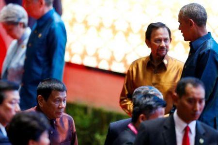 Obama gap go 'chop nhoang' Duterte sau khi bi xuc pham - Anh 1