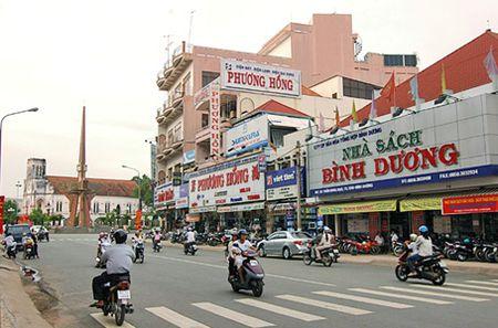 Binh Duong cong bo duong day nong xu ly xe vi pham - Anh 1