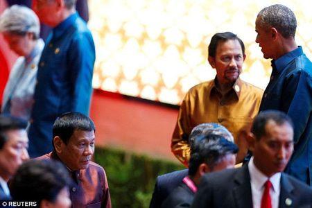 Sau xuc pham, ong Duterte 'lam lanh' voi Tong thong My o Lao? - Anh 1