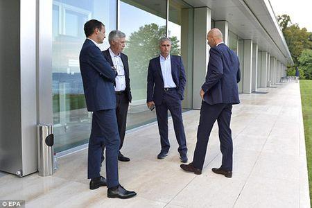Thu han chong chat, Wenger nhat quyet khong ngoi canh Mourinho o hoi nghi - Anh 3