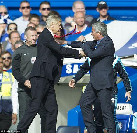 Thu han chong chat, Wenger nhat quyet khong ngoi canh Mourinho o hoi nghi - Anh 4