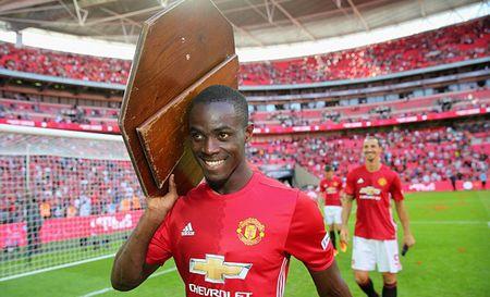 Eric Bailly: Bi an tu cuoc goi cua Mourinho - Anh 1