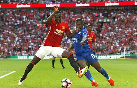 Eric Bailly: Bi an tu cuoc goi cua Mourinho - Anh 3