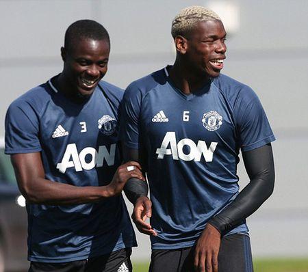 Eric Bailly: Bi an tu cuoc goi cua Mourinho - Anh 4