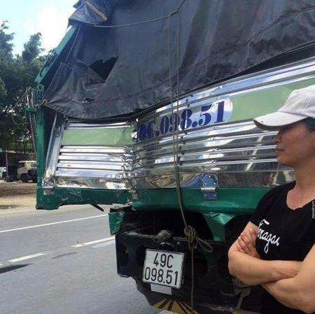 Tai xe xe tai da ra hieu cho dong nghiep 'phoi hop' chuan bi cho 'cu dam' nhu the nao? - Anh 2