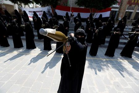Nhung nu chien binh trong hang ngu phong trao Houthi - Anh 1