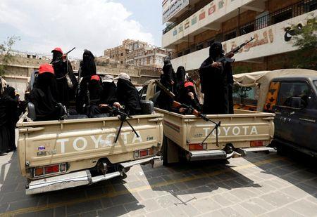 Nhung nu chien binh trong hang ngu phong trao Houthi - Anh 2