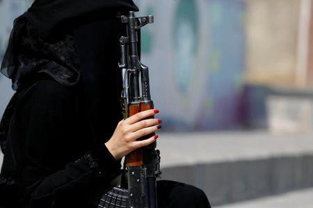 Nhung nu chien binh trong hang ngu phong trao Houthi - Anh 3