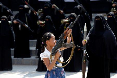 Nhung nu chien binh trong hang ngu phong trao Houthi - Anh 4