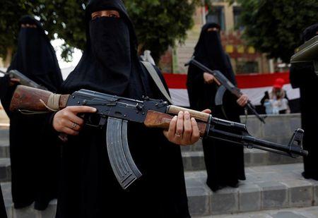 Nhung nu chien binh trong hang ngu phong trao Houthi - Anh 5