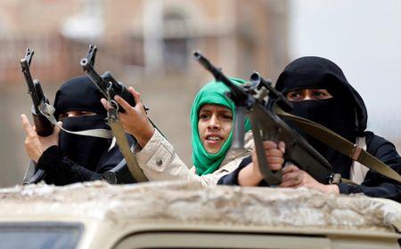 Nhung nu chien binh trong hang ngu phong trao Houthi - Anh 6