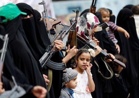 Nhung nu chien binh trong hang ngu phong trao Houthi - Anh 8